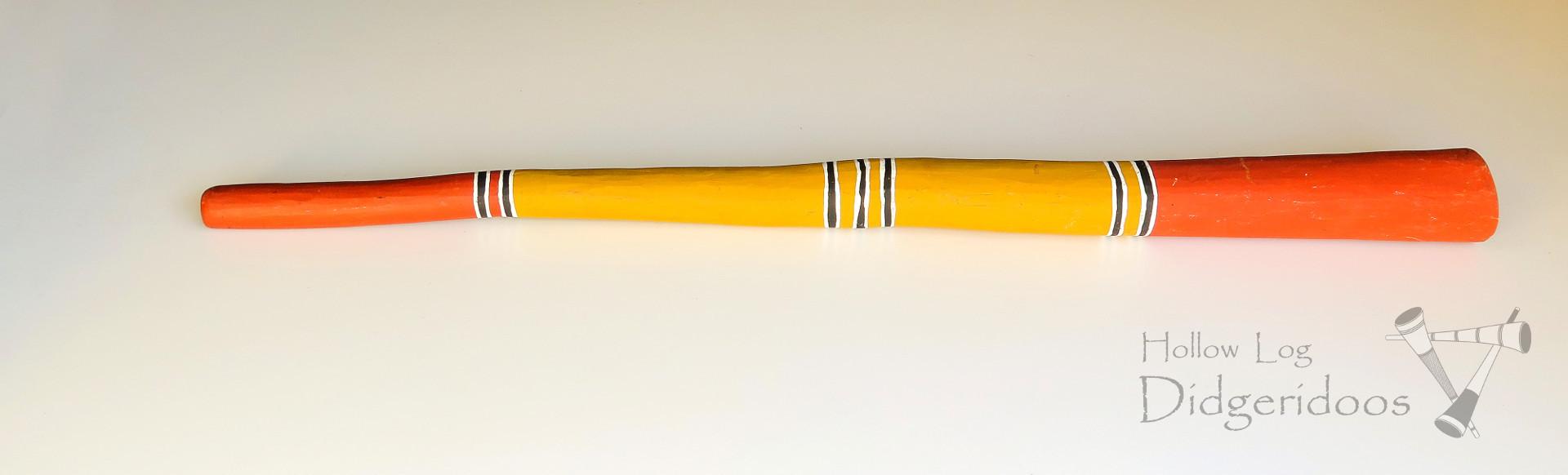 A képen látható hangszer egy 'klasszikus' formáját szemlélteti az Északkelet Arnhem földön játszott yidakinak. Készítője Djalu Gurruwiwi, hanglolása F, hossza 1500mm.